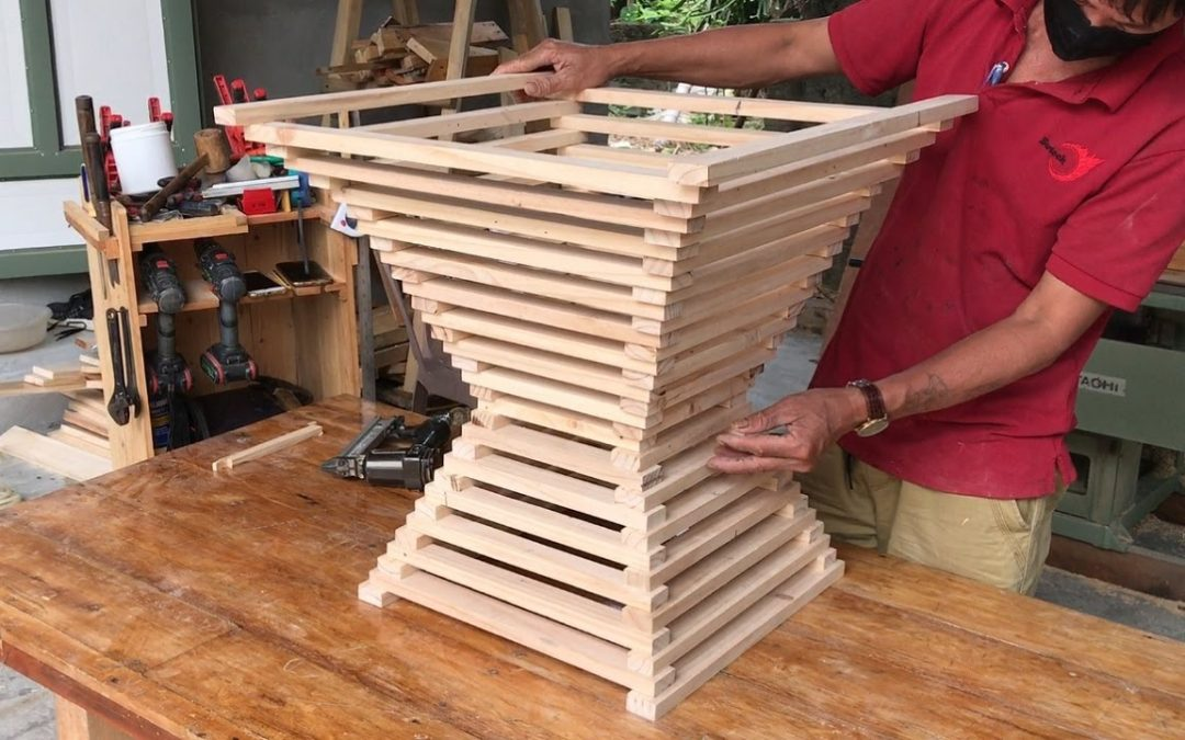 Amazing Woodworking Ideas // How To Make A Outdoor Coffee Table From Scrap Wood (Slat Bed Frame)